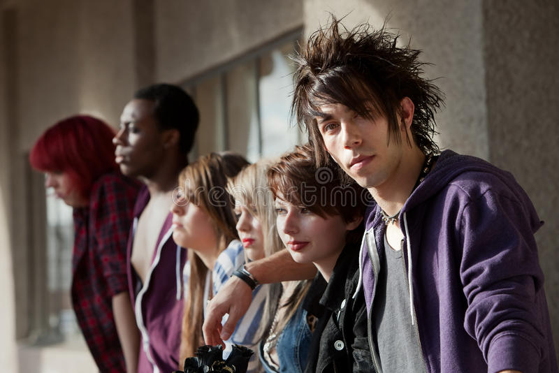 Unga Punk stirranden arkivbilder