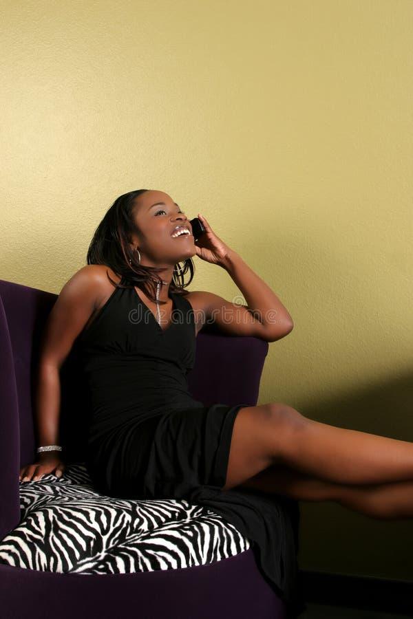 unga telefonkvinnor arkivbild