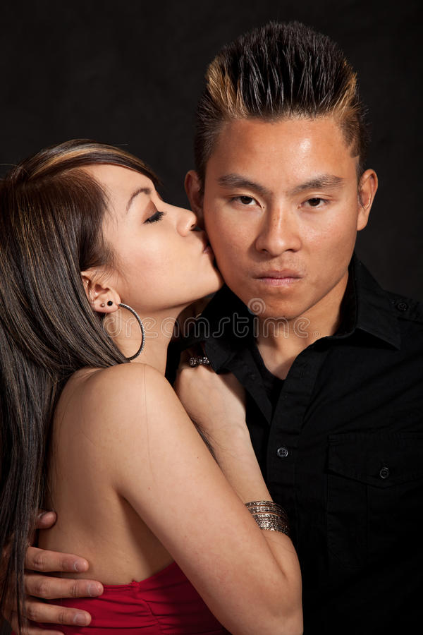Unga vuxna asiatiska filippinska par royaltyfria bilder