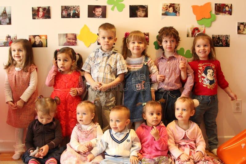 Ungar i dagis royaltyfria bilder