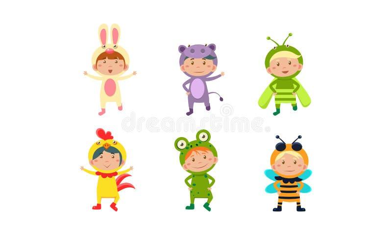 Ungar i karnevaldräktuppsättning, gulliga pyser och flickor som bär kryp och illustrationen för djurklädervektor på a stock illustrationer