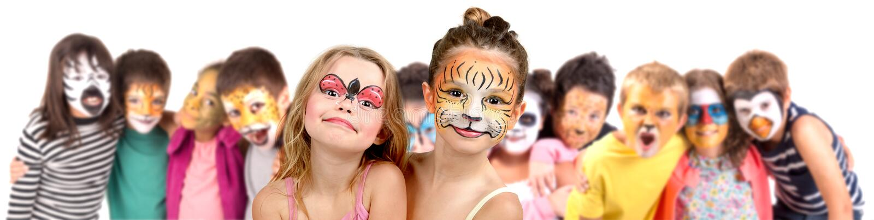 Ungar med framsida-målarfärg royaltyfria foton