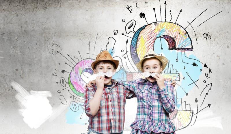 Ungar med mustaschen arkivbild