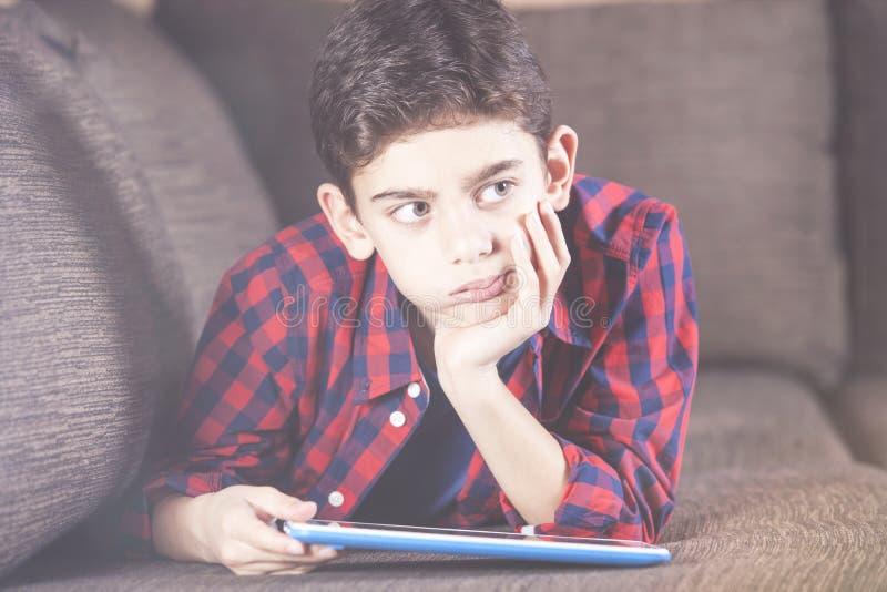 Ungar och teknologibegrepp royaltyfria foton