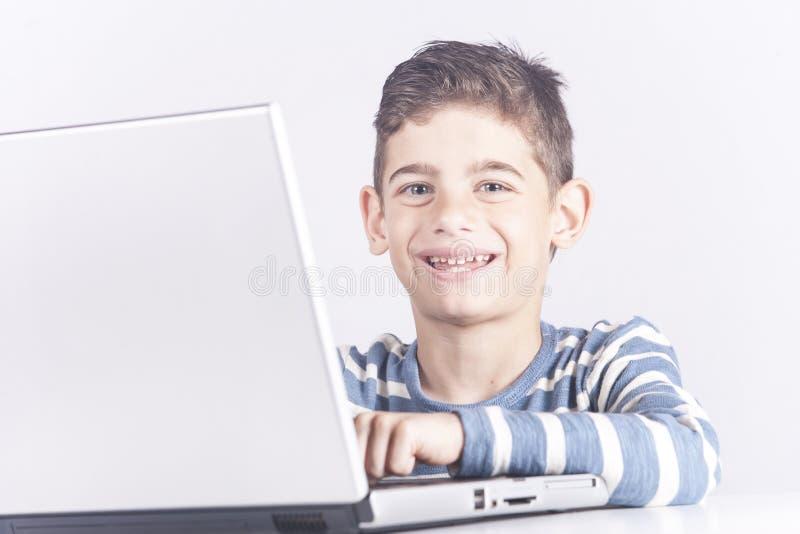 Ungar och teknologibegrepp royaltyfri foto