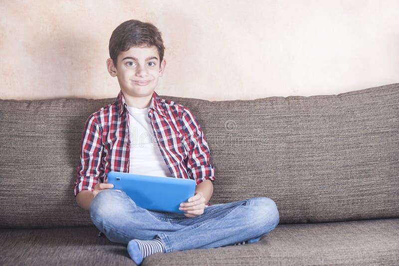 Ungar och teknologibegrepp arkivbilder