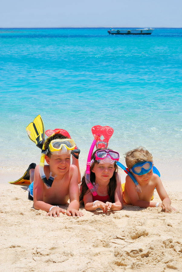 ungar som snorkeling royaltyfria foton