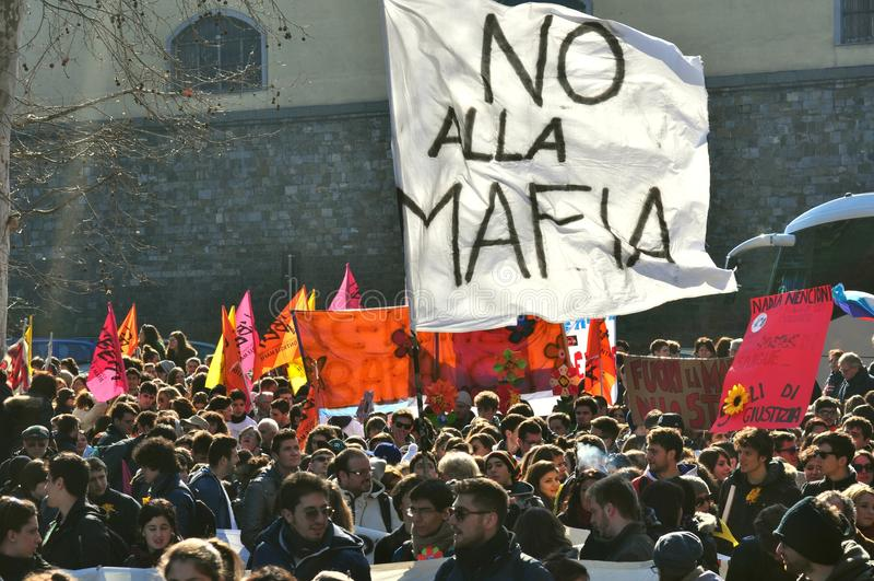 Demonstration mot maffian, folkhopen, i Italien royaltyfria foton
