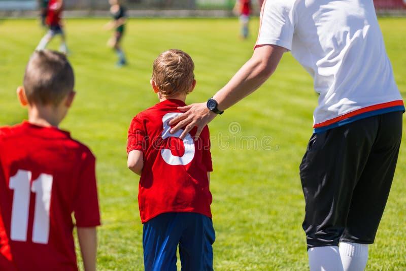 Ungdomfotbollersättning Junior Soccer Football Team Change C fotografering för bildbyråer