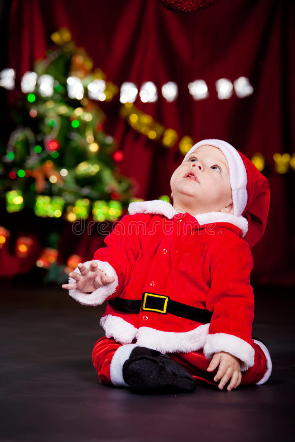 Unge i den Santa dräkten arkivfoto