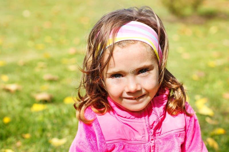 Download Unge i höstpark arkivfoto. Bild av fall, pink, carefree - 27283674