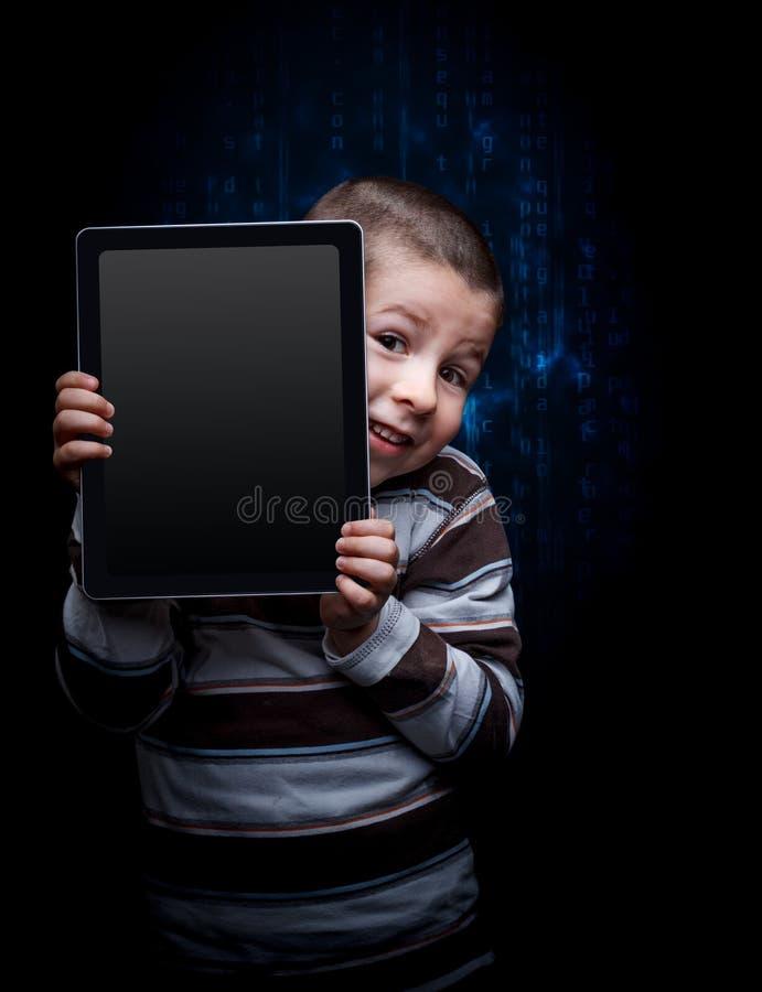 Unge med minnestavlan arkivfoto