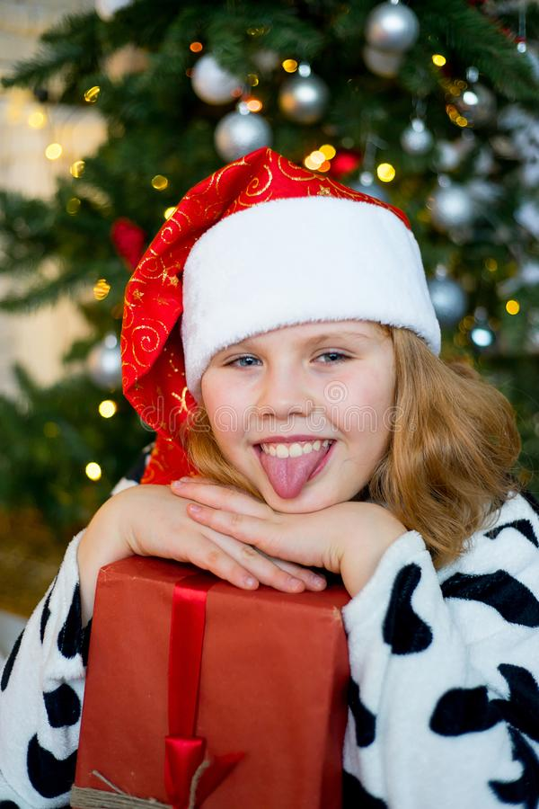 Download Unge som firar jul arkivfoto. Bild av gåva, inre, present - 106837852