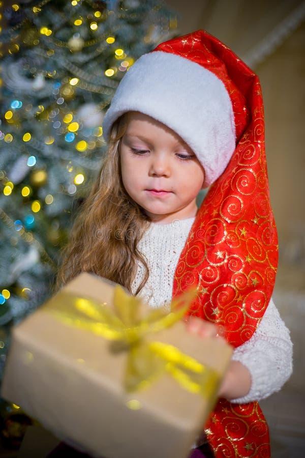 Download Unge som firar jul arkivfoto. Bild av roligt, framsida - 106837930