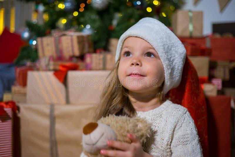 Download Unge som firar jul fotografering för bildbyråer. Bild av person - 106838053