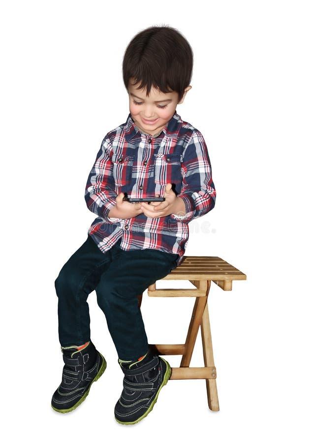 Ungen med telefonen arkivbild