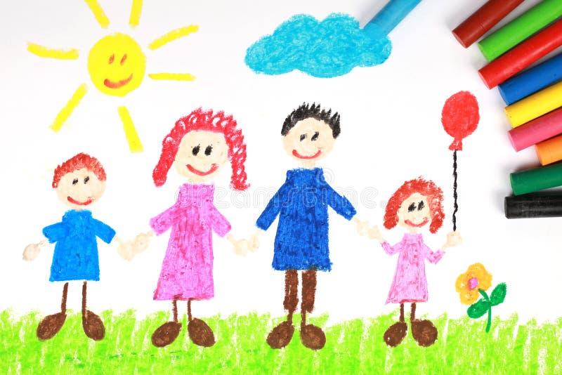 Ungen utformar att dra för crayon av en lycklig familj arkivfoto
