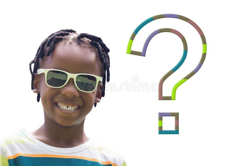 Ungepojke med den färgrika frågefläcken arkivfoto