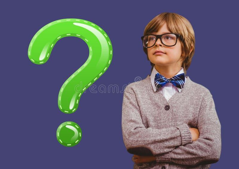 Ungepojke med den gröna skinande frågefläcken arkivfoto