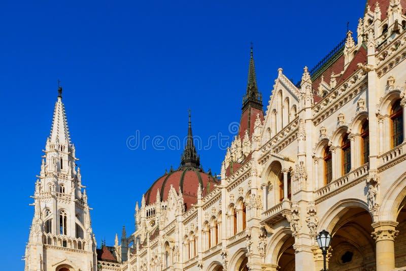Ungern Budapest härlig sikt av stadsparlamentet arkitektur arkivbilder