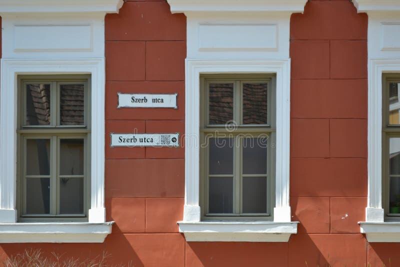 UNGERN SZENTENDRE: Vägg av huset med den kända plattan arkivbilder