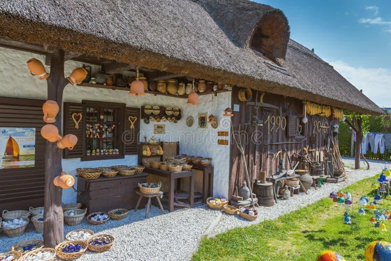 Download Ungersk Handgjord Keramik I Byn Gyenesdias Redaktionell Arkivbild - Bild av keramik, nära: 78728122