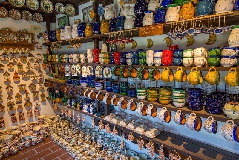 Download Ungersk Handgjord Keramik I Byn Gyenesdias Redaktionell Arkivfoto - Bild av terrakotta, antikviteten: 78728168