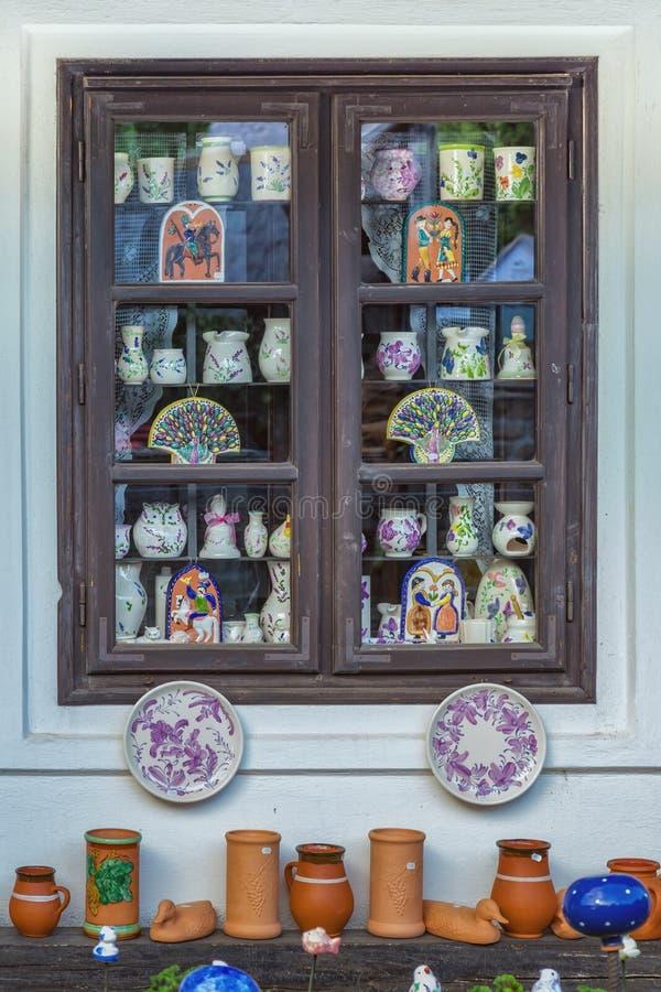Download Ungersk Handgjord Keramik I Byn Tihany Redaktionell Arkivfoto - Bild av från, garnering: 78728433