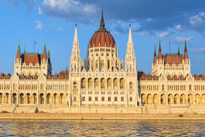 Ungersk parlamentbyggnad - Budapest fotografering för bildbyråer