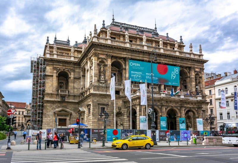 Ungersk tillståndsoperahus i mitt av Budapest, Ungern royaltyfri foto