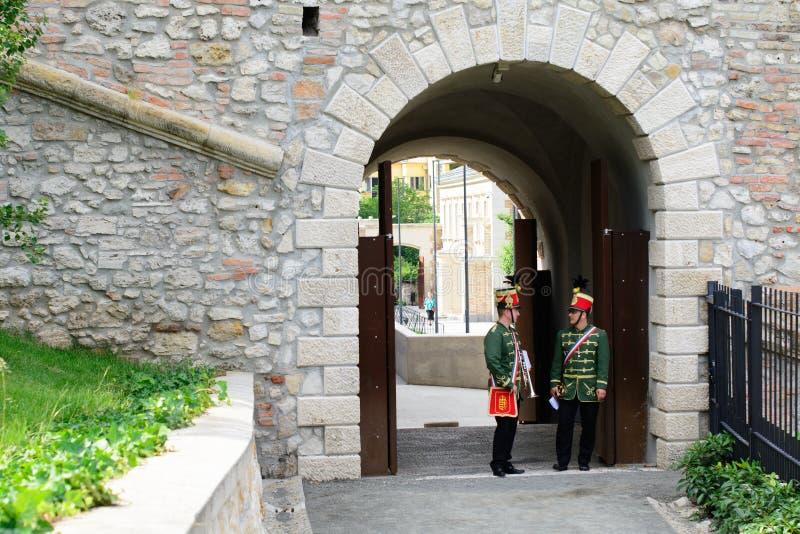 Ungerska husarmusiker utför i den Budapest slotten arkivbilder