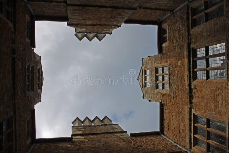 Ungewöhnliche Ansicht des Landhaushofes, cotswolds stockfotografie