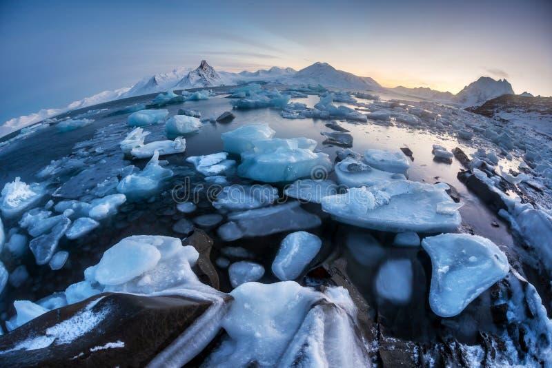 Ungewöhnliche arktische Eiswelt - Svalbard lizenzfreie stockbilder
