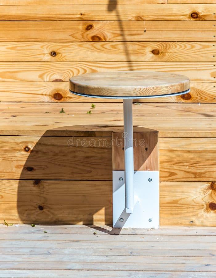 Ungewöhnliche Entwurfslösungen für das Sitzen in einem Strandcafé lizenzfreie stockbilder