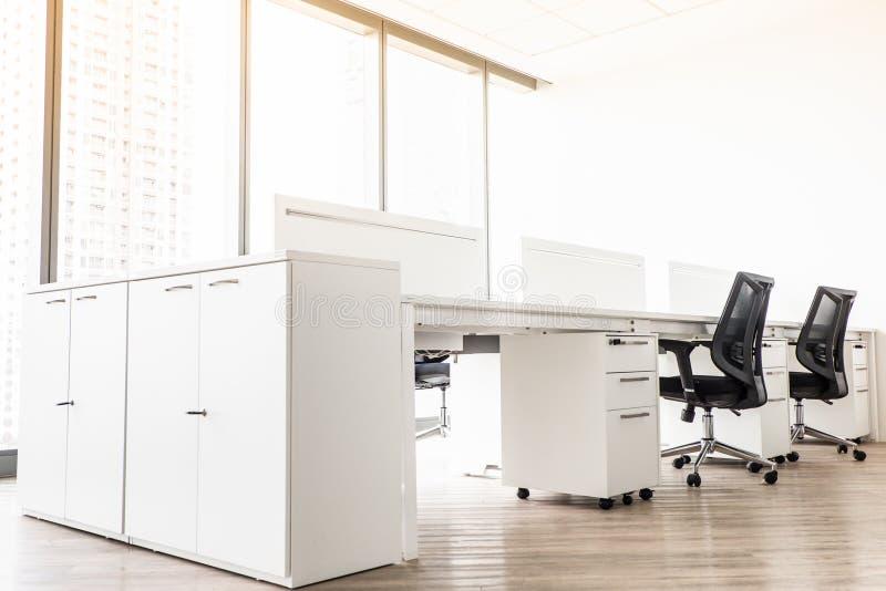 Unglücklicher Angestellter oder demotiviert am Arbeitsplatz stockfotos