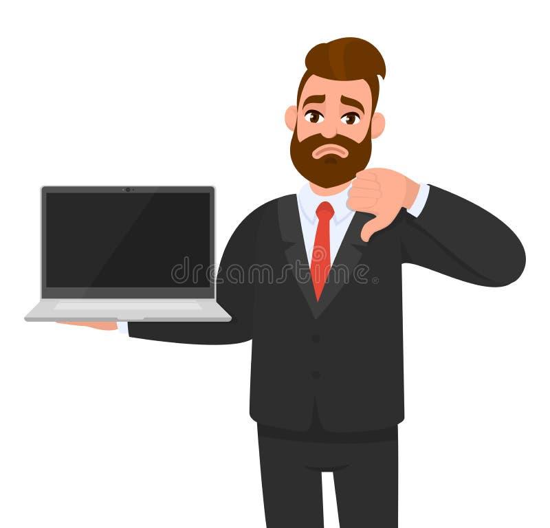 Unglücklicher Geschäftsmann, der einen spätesten neuen MarkenLaptop-Computer PC und ein Gestikulieren, Daumen hinunter Zeichen he lizenzfreie abbildung