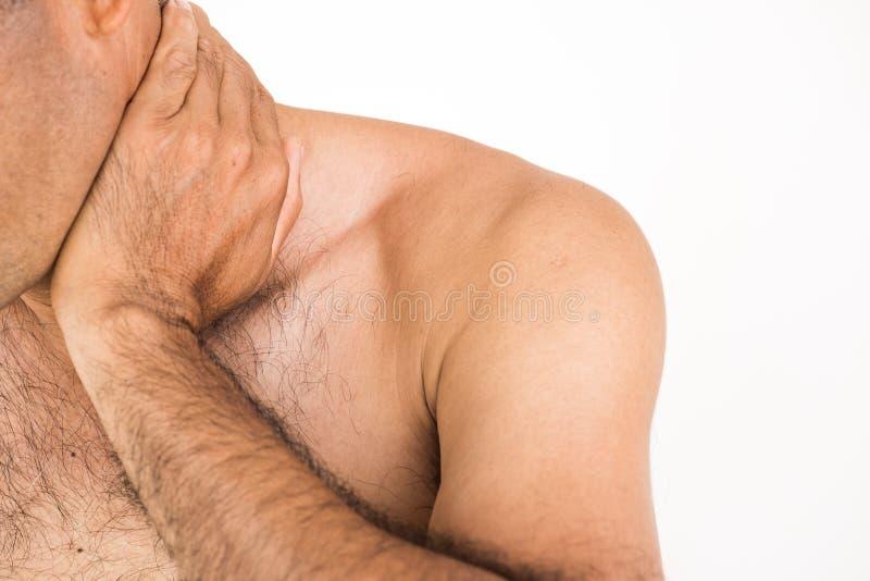 Unglücklicher Mann der Nahaufnahme, der unter Nackenschmerzen und Verletzung leidet lizenzfreies stockbild