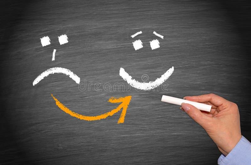 Unglücklicher und glücklicher smiley - Motivations-Konzept lizenzfreies stockfoto
