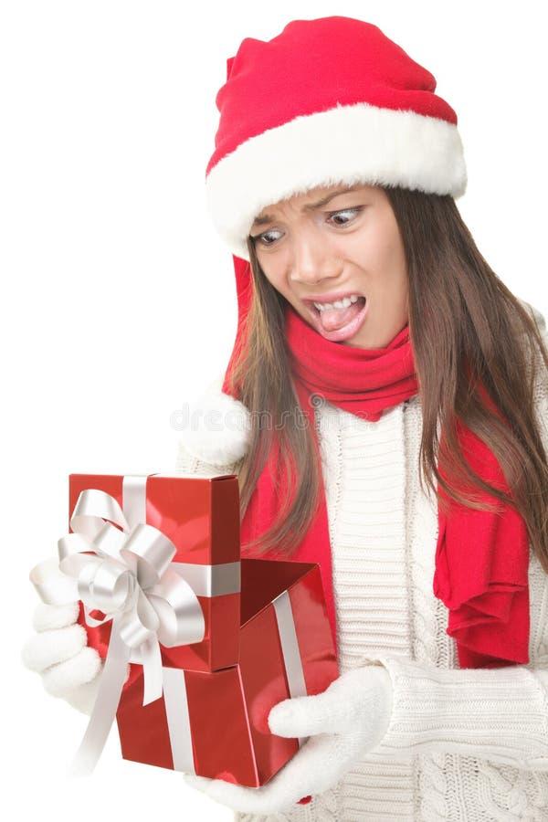 Unglückliches Öffnungsgeschenk der Weihnachtsgeschenkfrau lizenzfreies stockbild
