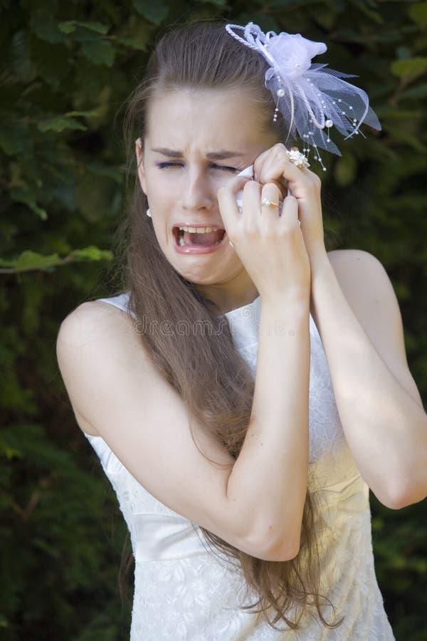 Unglückliches Brautschreien lizenzfreies stockfoto
