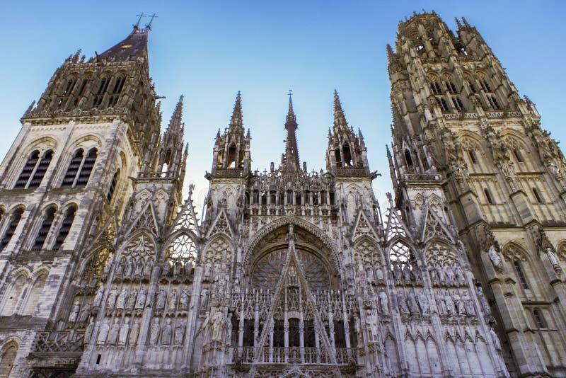 Unglaublich ausführliche Kathedrale in Frankreich stockfotografie