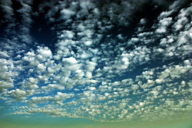 Unglaubliche Schönheit der Wolken stockfotos