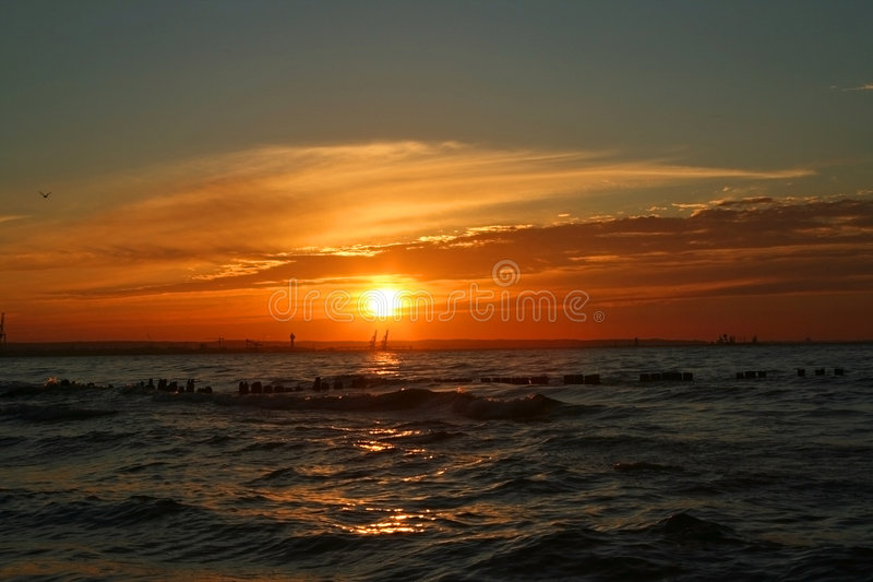 Unglaublicher Sonnenuntergang lizenzfreie stockbilder
