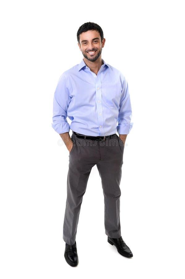 Ungt attraktivt anseende för affärsman i företags ståendeiso royaltyfria bilder