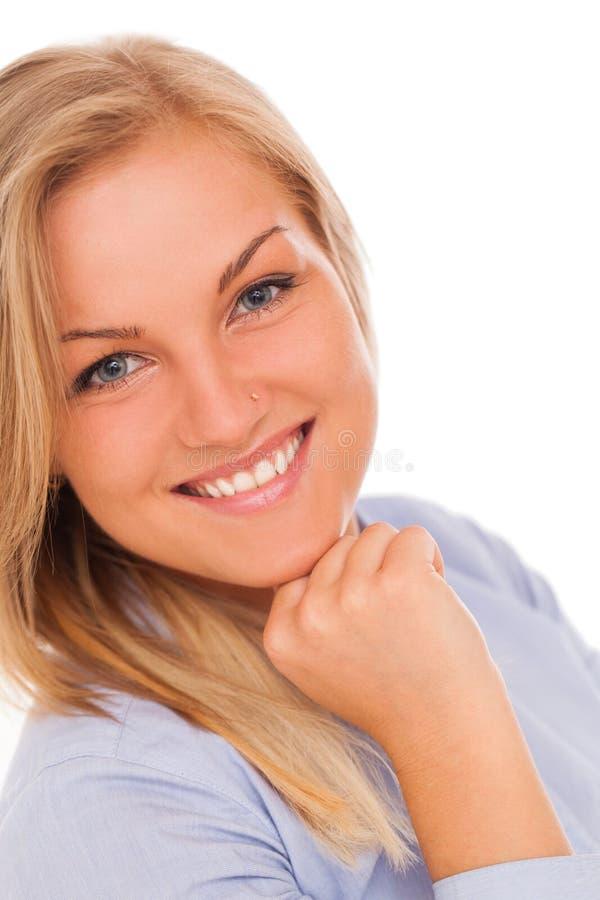Ungt blont le för kvinna arkivfoton