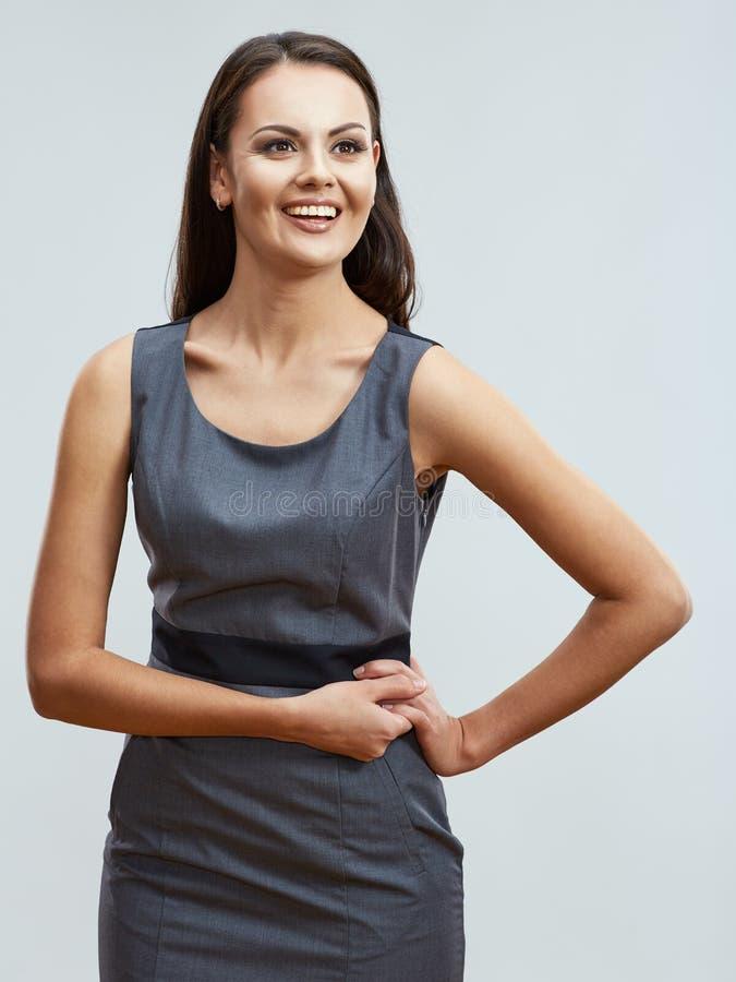 Ungt leende för affärskvinna som poserar på företags stil för affär arkivfoto