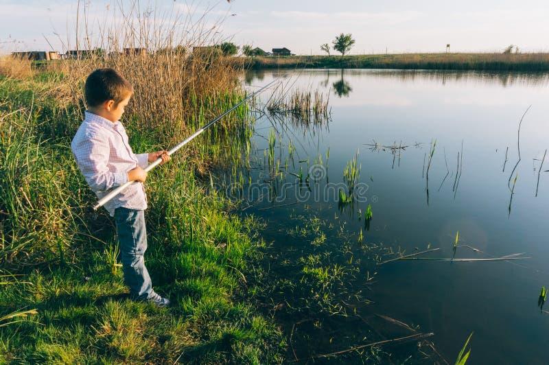Ungt pojkefiske royaltyfria foton