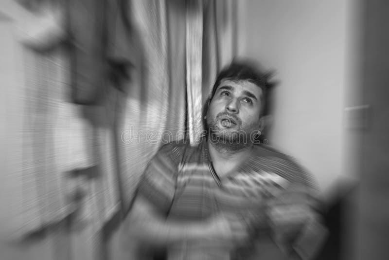 Ungt vuxet lidande för autism- och fördjupningsbegrepp från psykologiskt begrepp för autism eller för fördjupning royaltyfri bild
