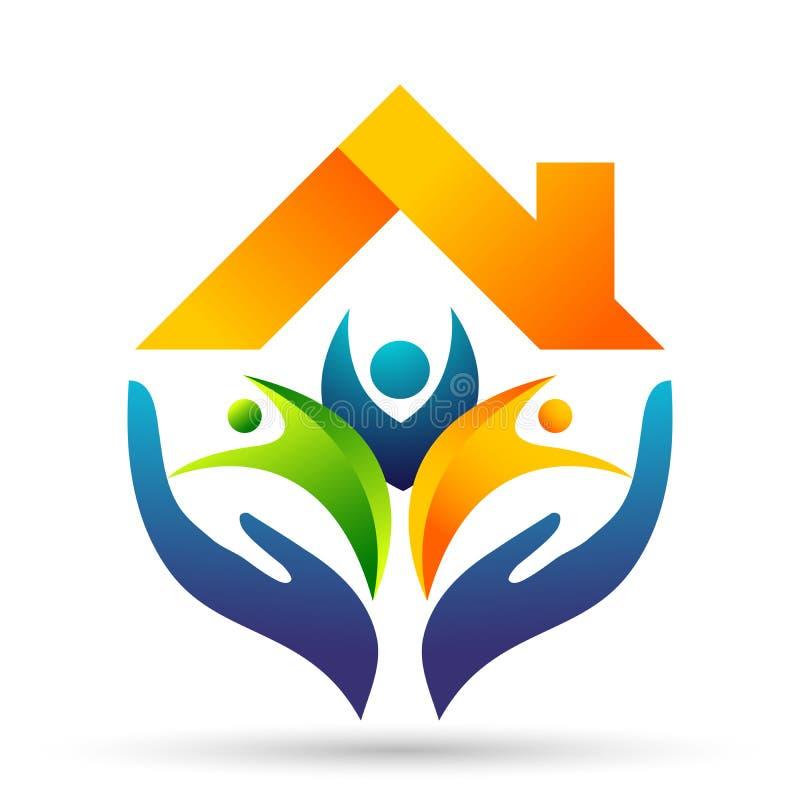 A união feliz da família, mãos do amor importa-se crianças e importa-se feliz com logotipo da forma do telhado da casa da casa ilustração do vetor