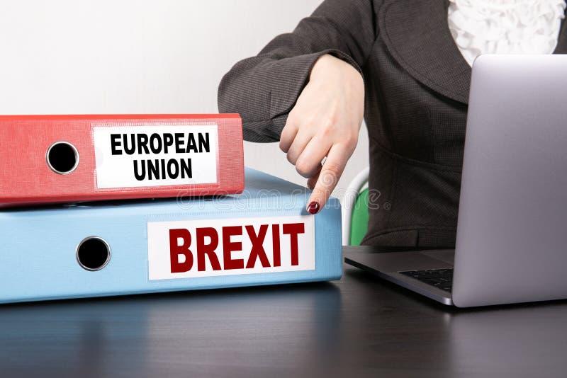 Unia Europejska i Brexit pojęcie Dwa segregatoru na biurku w biurze obrazy stock